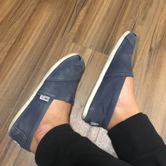 Navy blue TOMS Navy blue TOMS! Worn but have a lot of life left in them!! TOMS Shoes