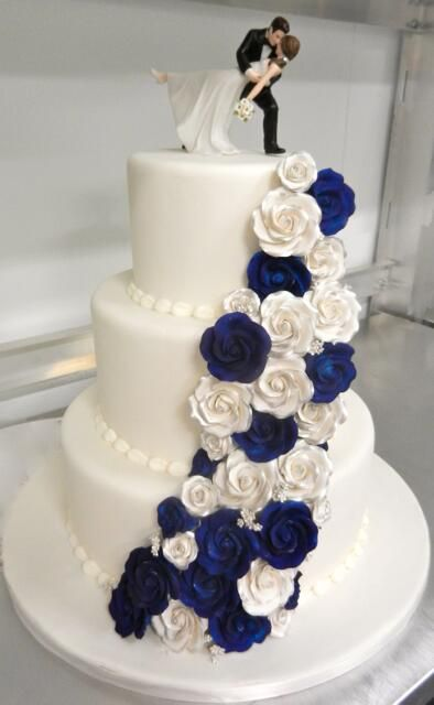 cute wedding cake from a local bakery in my area:)