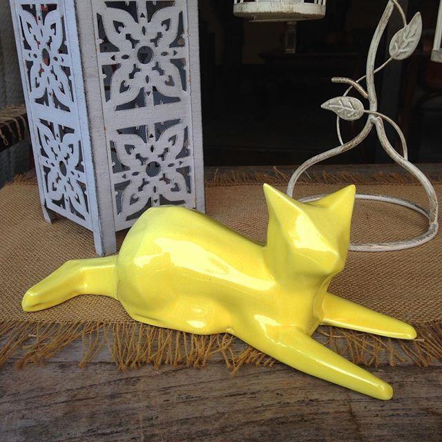 #cat #gato #escultura #amarillo #facetado #lowpoly #ceramica #talentocolombiano #animales #decoracion