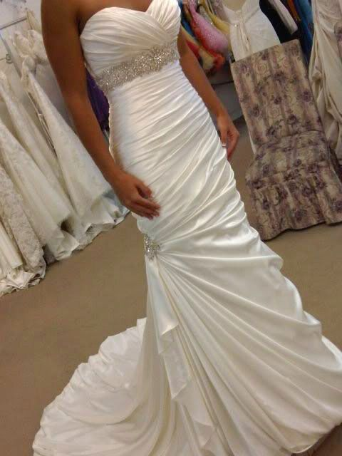 This is the exact style of wedding dress that I want! If I could I'd buy it now!