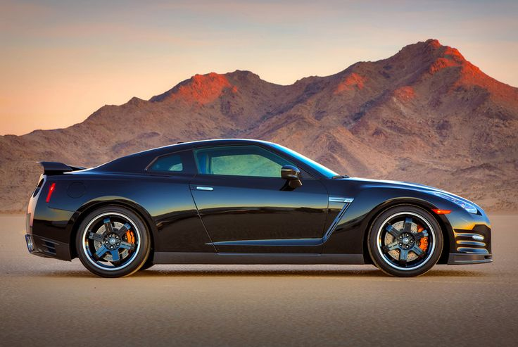 2014 Nissan GT-R Track Edition makes the Italians cars sweat for having a non-super car price yet it drives with an impeccable performance.