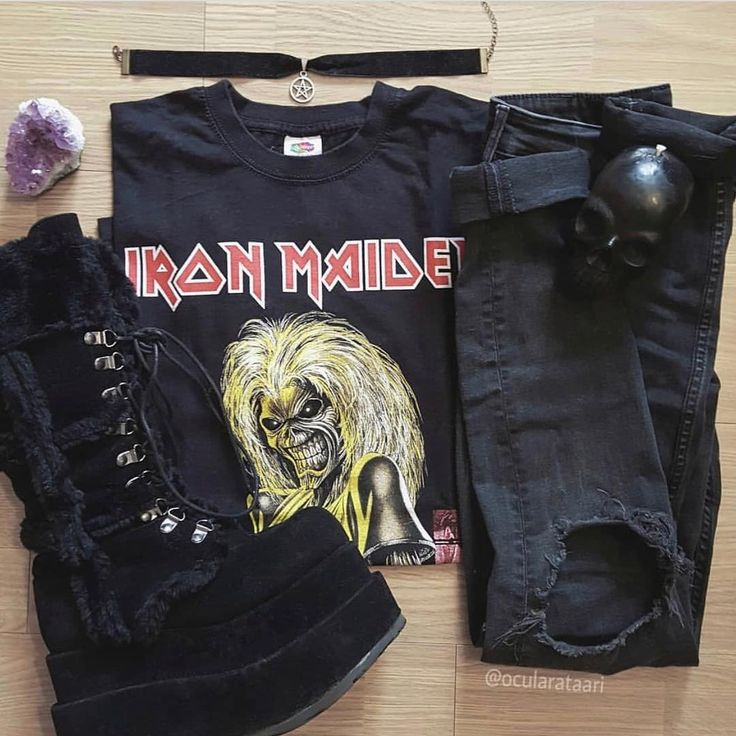 Such a cool outfit by @ocularataari  What's your favourite band? .