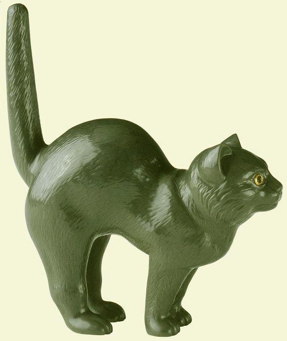 Carved Kalgan jasper cat from the workshop of Peter Carl Faberge.