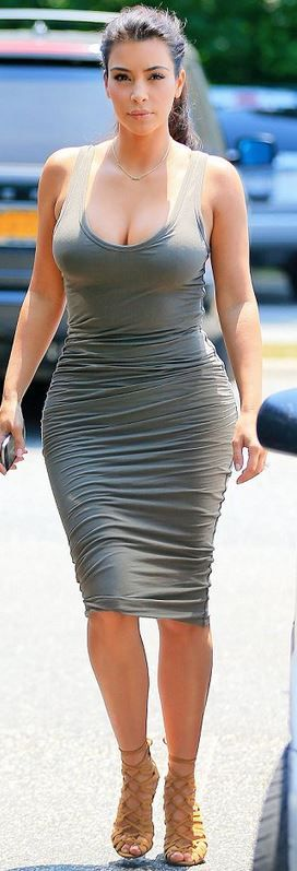 Kim Kardashian...best picture of her on the Internet. Minimal make up, simple look.    32      17