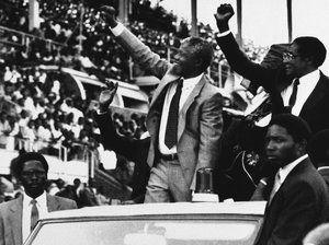 5 Décembre 2013 | Robert Mugabe: Mandela a montré un dévouement désintéressé au service de son peuple