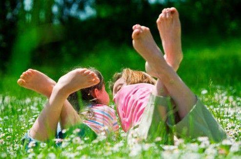 Веселые затеи на всю неделю: 108 выпуск/Лето традиционно ассоциируется с морем, лесом, дачей, словом, с отдыхом на свежем воздухе, вдали от городской повседневности. Однако редко кто может себе позволить провести за городом всё лето. Однако в городе тоже можно наслаждаться природой, узнавать новое и выдумывать невероятные приключения!  #игры_с_детьми #занятия_с_детьми #детский_планнер