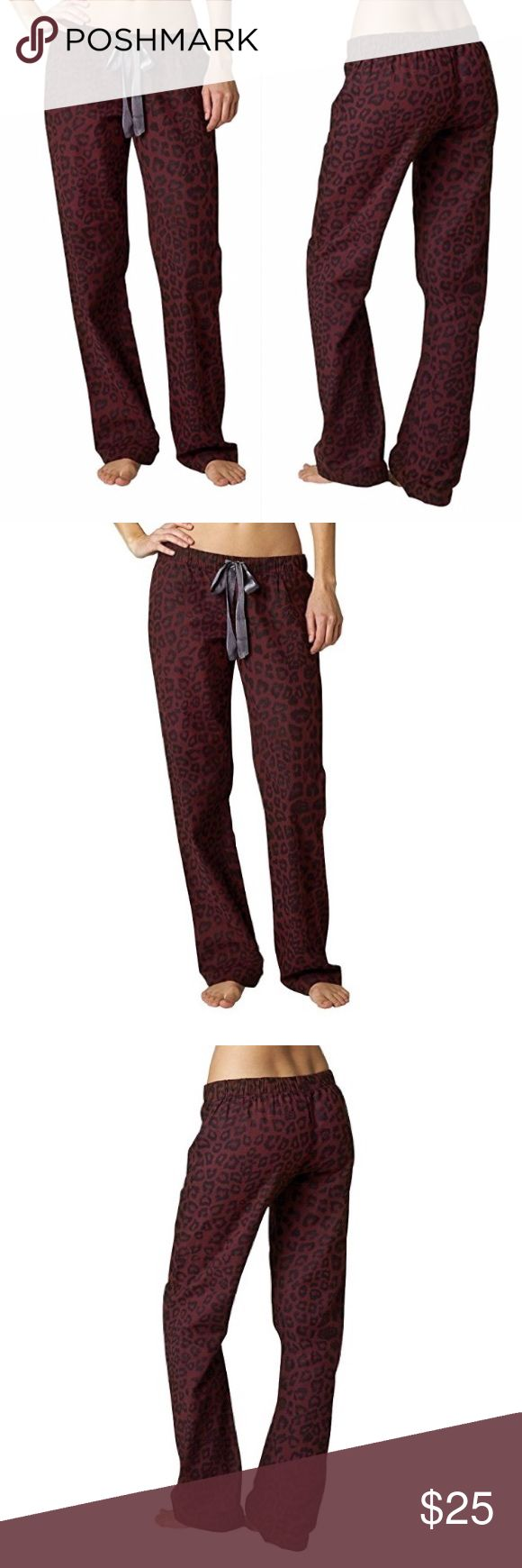 Fox Racing Cordova Pajama Pant Small Fox Racing is a leading manufacturer of Sportswear and Off-Road gear Offering high quality t-shirts, tee, tanks and tops for women and wowomen. While Fox Racing offers its complete line of motocross pants, Body Armor, gloves, boots, and Apparels through independent motorcycle accessory dealers worldwide, the company also offers a full line of sportswear.  100% Cotton Flannel Twill 145 g/m2 All over logo cheetah print Elastic tunneled in WB with poly satin…