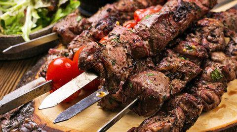 Brochettes d'agneau au combava, agrume qui parfume à merveille tous les plats!  #brochettes #barbecue #agneau