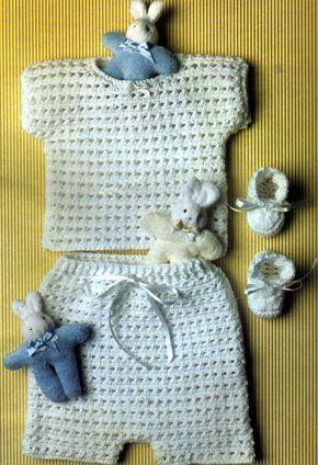 Materiales necesarios: Algodón rústico finito hilado simple, 150 gramos en blanco; Cinta bebé de raso y 4 botones; agujas de crochet nº...