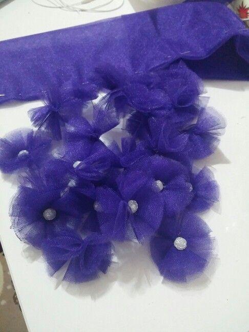 Elbisemize hazırlanan çiçekler