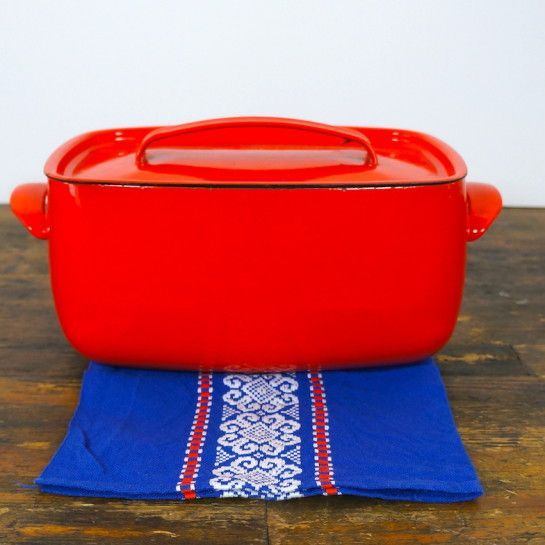 Seventies diepe ovenschaal met deksel rood zijkant