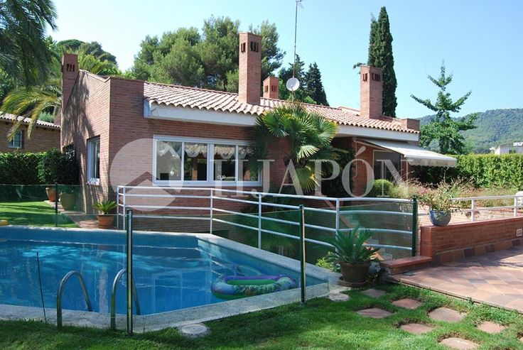 Marvellous house in Cabrils of 360m2 built in a flat plot of 1.460m2 with pool.