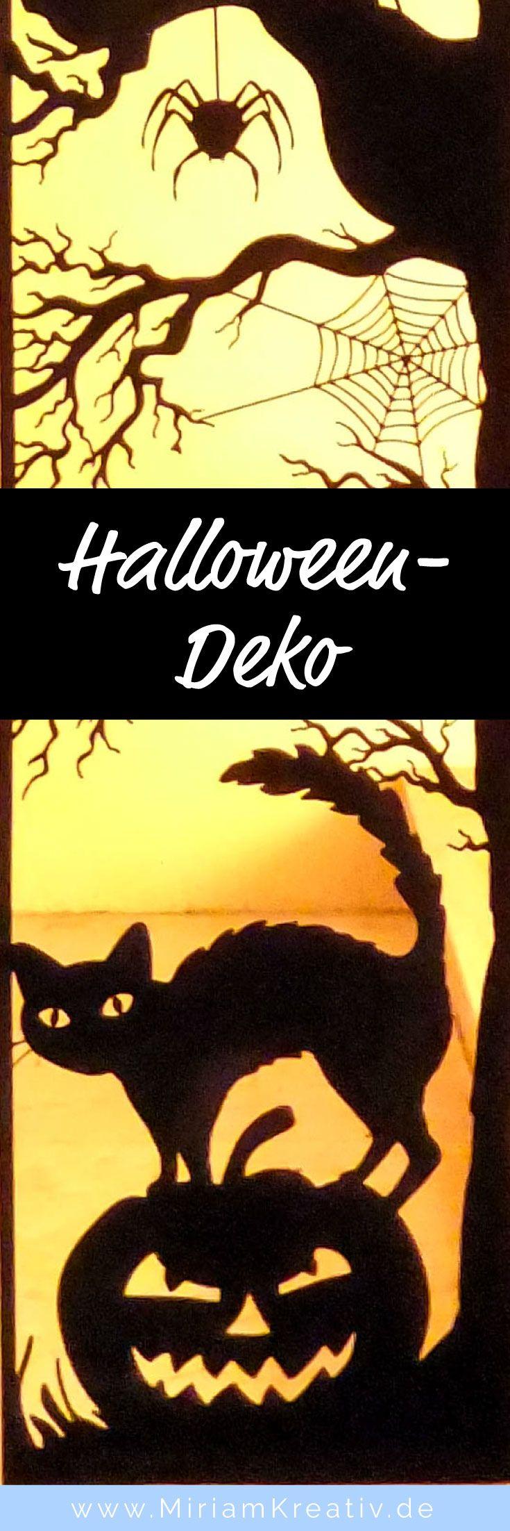 Bastele mit diesem Plotter-Freebie (kostenlose Plotterdatei im SVG-Format) und deinem Plotter diese riesengroße DIY Halloween-Deko  (hier ist nur ein Ausschnitt abgebildet)  mit einer Hexe, Fledermäusen, einer Spinne, Spinnenweben, einer Katze und einem g