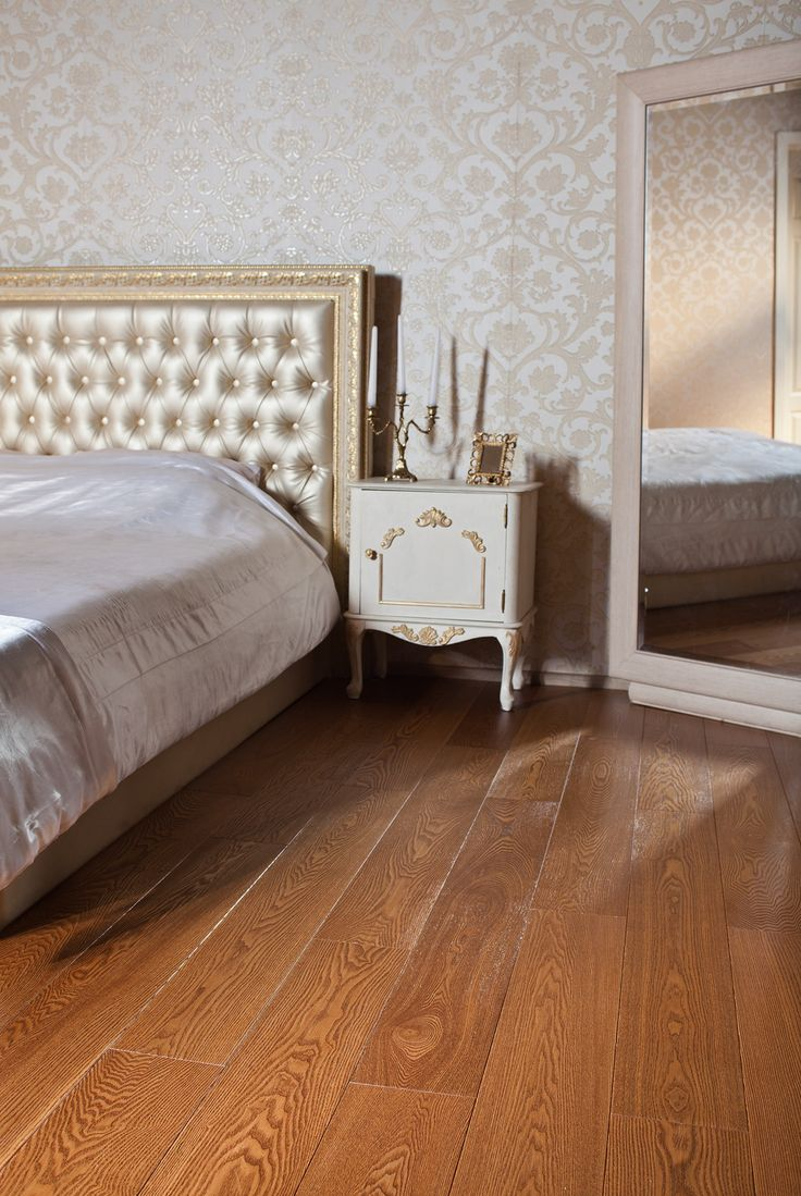 Паркетная доска Goodwin Ясень Аквитания. http://m-dec.ru/catalog/floor/parketnaya_doska/yasen-akvitaniya Паркет в спальне. Интерьер спальни. Дизайн спальни. Медовый пакрет.