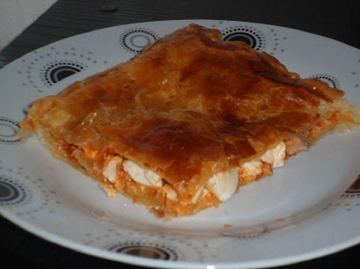 Una receta de empanada de hojaldre rellena de atún, un plato sencillo y rápida de preparar, para una cena o para llevar a una excursión, queda genial!!!