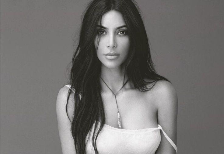 La elegante fotografía de Kim Kardashian donde olvidó colocarse el sostén /  Caracas.- Sabemos que Kim Kardashian no posee ningún talento artístico, pero la gran sensualidad y elegancia ha enloquecido a todo el planeta. A través de las redes sociales, hemos podido ver infinidades de fotografías donde se le puede ver de sus despampanante curvas y su gran gusto por la alta