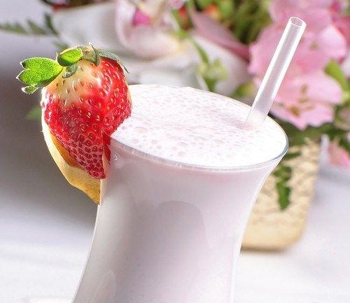 Strawberry milkshake. Recipe: http://wonderdump.com/strawberry-milkshake/