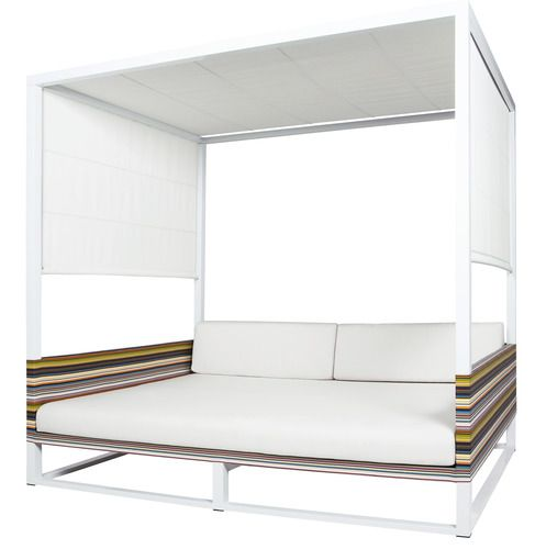 striping daybed