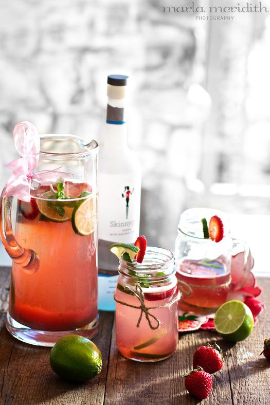 Skinny Strawberry Lime Punch 16 oz fresh or frozen Strawberries 1 cup Water 4 packets Stevia Powder 4 tablespoons Lime Juice 1 liter Plain Sparkling Water 1 1/2 cups light Vodka fresh Mint Leaves Lime Wedges and Sliced Strawberries for serving