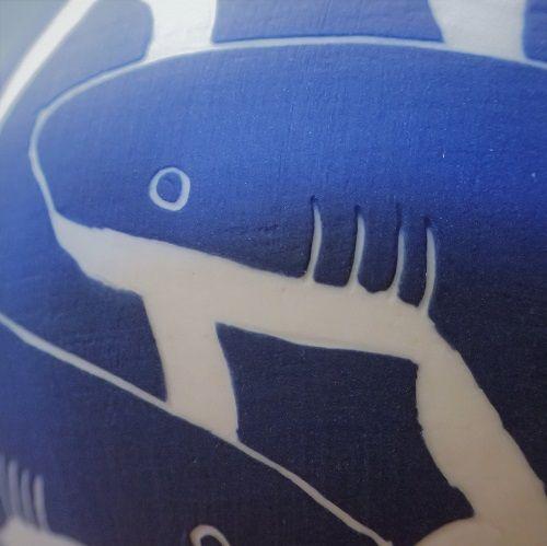 Requin sur porcelaine / Shark on a porcelain bowl - © Un Hibou dans la Tasse
