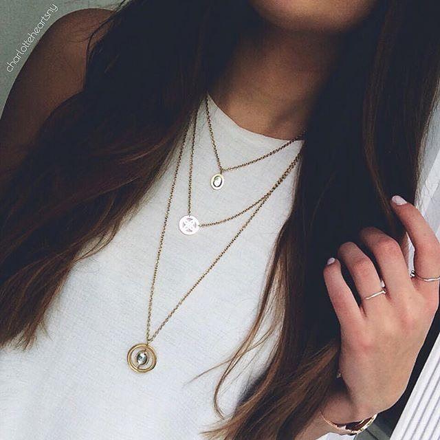 @charlotteheartsny trägt unsere Kette Trio Sogno wunderbar kombiniert und sie steht ihr fabelhaft. Was sagt ihr? #schmuck #triosogno #halskette #kette #style #necklace #jewels #jewelry #instagram #accessories #fashion #jewelsbyleonardo #leonardoglasliebe