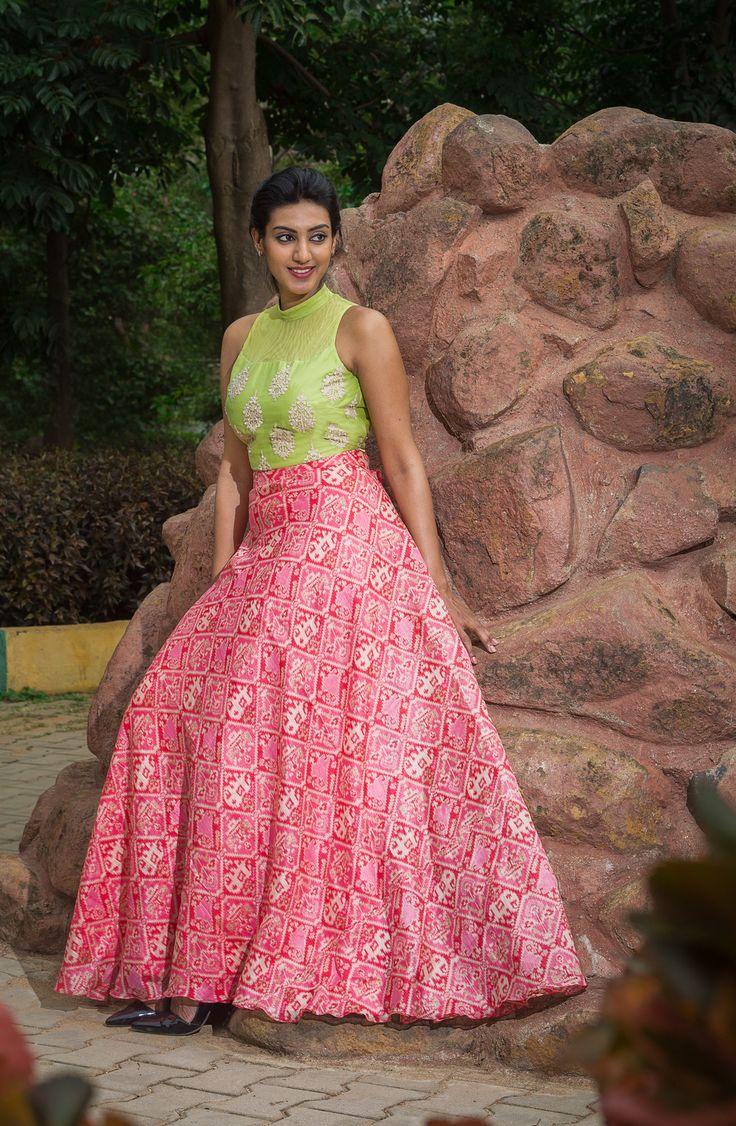 #soucika #saree #casual #indianfashion #sareeblouse #southindian #embroideredsaree #bangalore #designersaree #doubleshade #lehenga #green #peach #croptop #skirtandtop