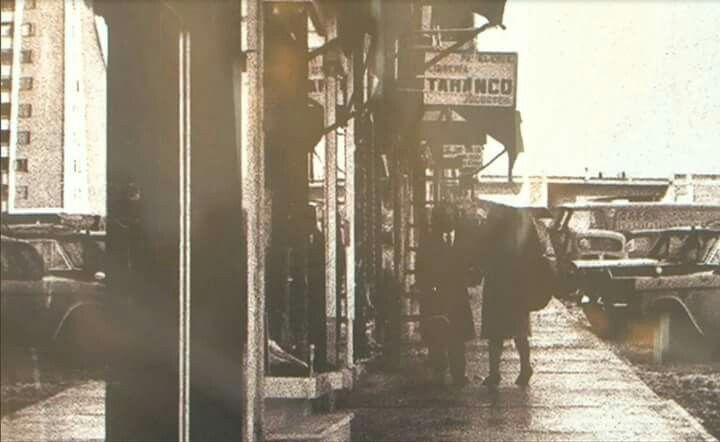 """Avenida de Marqués de Corbera, en la que podemos ver una de las librerías más antiguas que todavía siguen abiertas en Madrid, y esa librería se encuentra en nuestro barrio, y es """"Taranco"""""""