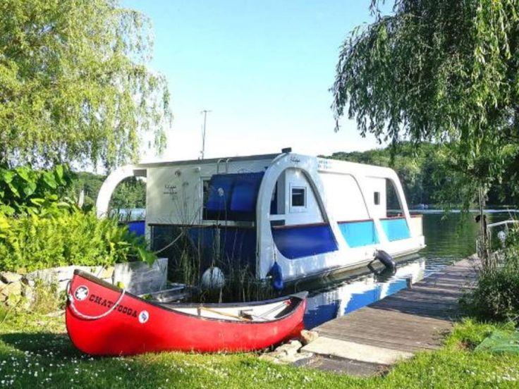 Schwimmendes Ferienhaus am Reecksee zwischen Müritz und Kölpinsee. #imUrlaubwiezuhausefühlen