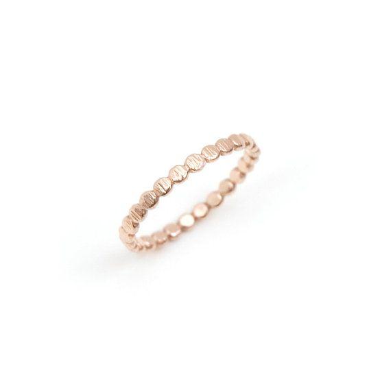 Gehämmert gold Perlen Band Hochzeitsband von ClaraChoJewelry