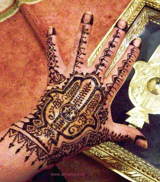 Henna Hand Of Fatima Thats Pretty Shnazzy I Actually Have A Tattoo Hamsa Hot Too