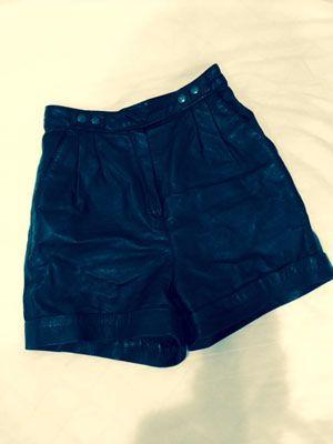3.「H&M」夏こそレザーが信条。ハイウエストのショートパンツはヘルシーに着こなしたい。