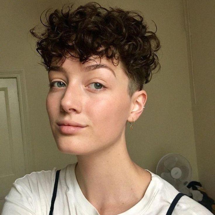 Pin do(a) tristeceu em caberu de 2019 | Cabelo, Cabelo pixie encaracolado e Cabelo cacheado curto