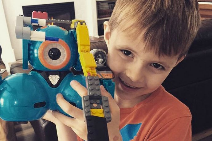 We've put together 9 super cool coding projects for kids using Wonder Workshop robots Dot and Dash, all shared by other kids, clubs, and teachers. How fun!