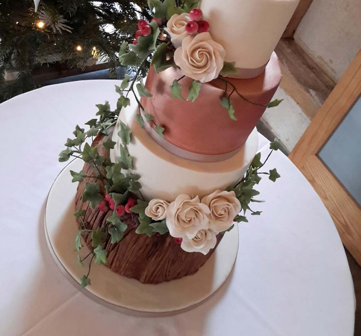 Metallic wedding cakes from Willow and Bloom Cakes