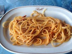 Spaghetti ai ricci al ristorante Rafel ad Alghero http://lisoladiminu.it/in-sardegna-fuori-stagione-prima-puntata-alghero/