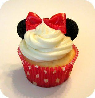 Minnie Mouse cupcakes (ears are mini oreos, bow is fruit my the foot)