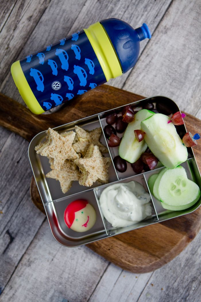 """Long car trips are boring for kids. Why not make a fun and healthy bento box to keep them busy? Find all the ideas here and more on the collaborative board """"Food Bloggers for Vokswagen"""" (https://de.pinterest.com/volkswagen/food-bloggers-for-volkswagen)"""