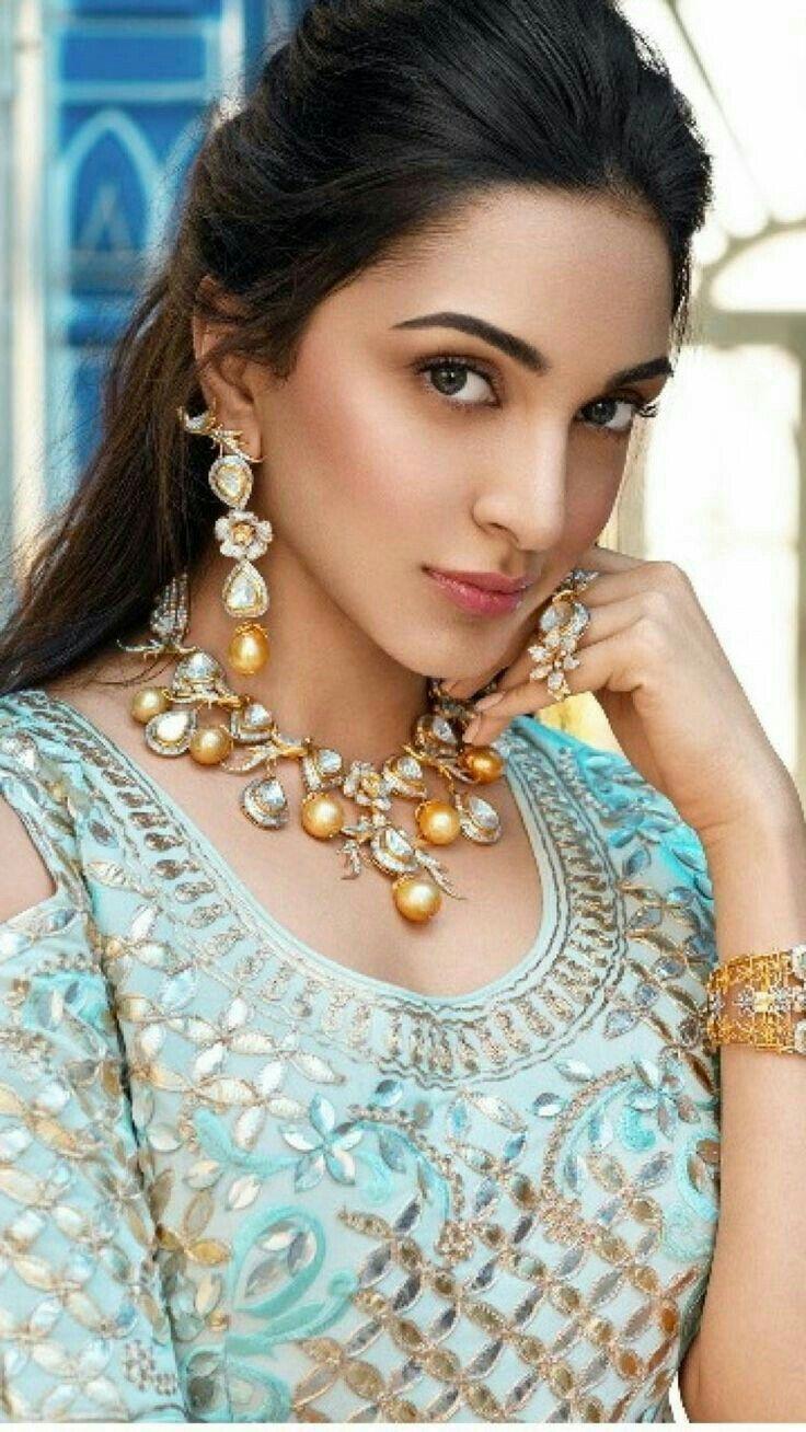 Pin by sweety sweety on Kiara Advani | Deepika padukone