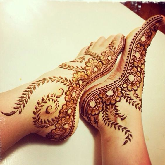 Side feet henna design.This design has an elegant touch with a very sophisticated presentation for the bride