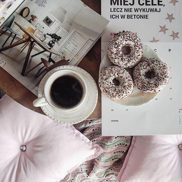 Jak widać kalendarz PSC nie musi mieć zawsze różowej odsłony. U @marzena.marideko nawet on jest w pięknych i stonowanych barwach - jak wszystko na tym cudownym profilu. Jeśli jakimś cudem jeszcze Was tam nie ma to szybko zaglądajcie!!! #kalendarz2017 #czas #timemanagement #time #organizacja #psc #paniswojegoczasu #marideko #maridekoprzytulnydom #motovating #coffee #thinkpink #calendar #inspiration