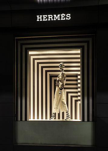 Hermes,Sydney, Australia. #plano seriado #monocromático #luz de techo y suelo