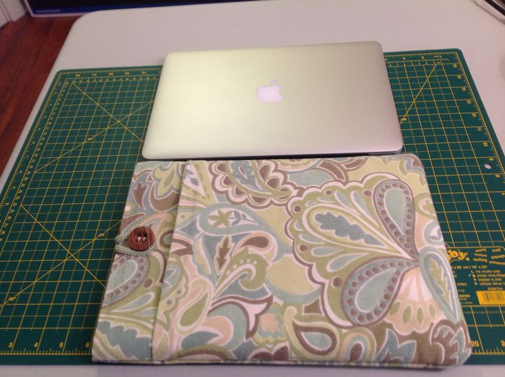 Mac Book padded sleeve with pocket
