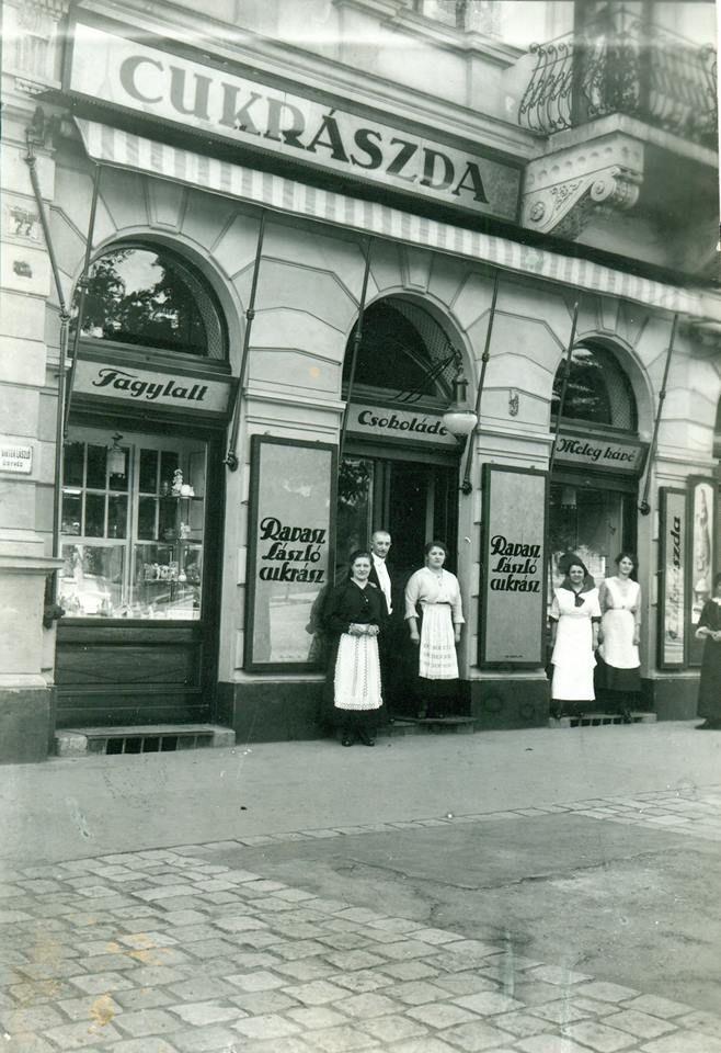 1916. A Ravasz Cukrászda a Krisztina körút 21. alatt.