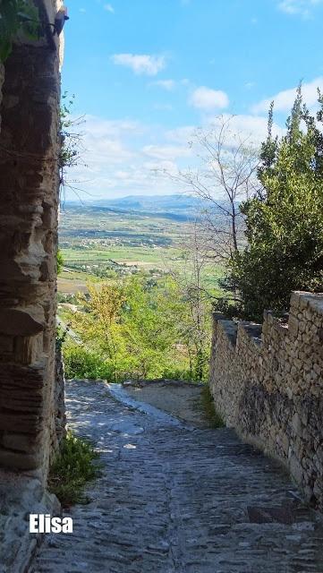 Gordes, paysages imprenables du Luberon #France elisaorigami.blogspot.com