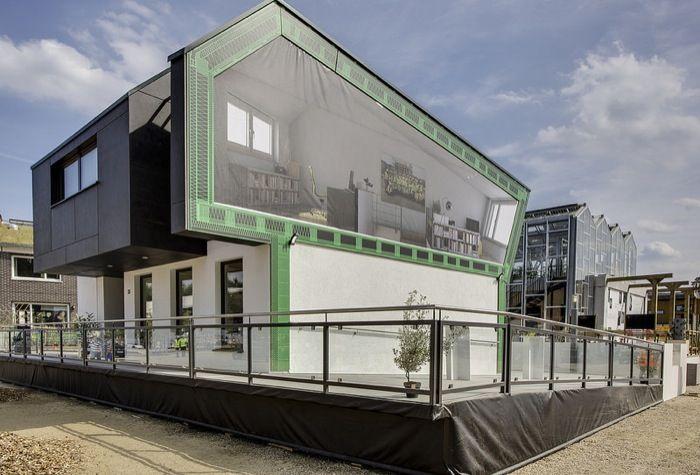 OnTop: prefabricada para colocar encima de un antiguo edificio. Prototipo de casa solar para ubicarse en la parte alta de edificios antiguos, y así poder abastecerlos de excedente de energía solar. Propuesta para el SD2014, a cargo de un equipo de estudiantes de la Universidad de Ciencias Aplicadas de Frankfurt am Main (Alemania).      #Arquitectura