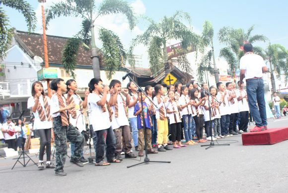Musical Street Concert and Act of Humanity in Car Free Day in Klaten - New Apostolic Church Indonesia