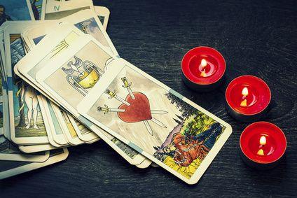 In welche Richtung soll es im Leben weitergehen? Oft können Karten einem auf die Sprünge helfen, wie unser Beispiel zeigt. #vidensus #kartenlegen #hellsehen #wahrsagen #astrologie #gratisberatung #esoterik #spiritualität