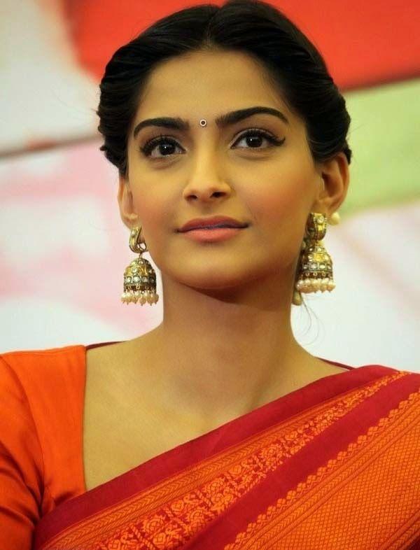 Sonam Kapoor in Saree Photos during Raanjhnaa Pressmeet