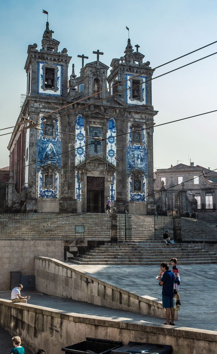 Lisbon tourism - Lisbon Capital City of Portugal with great tram network and many tourists