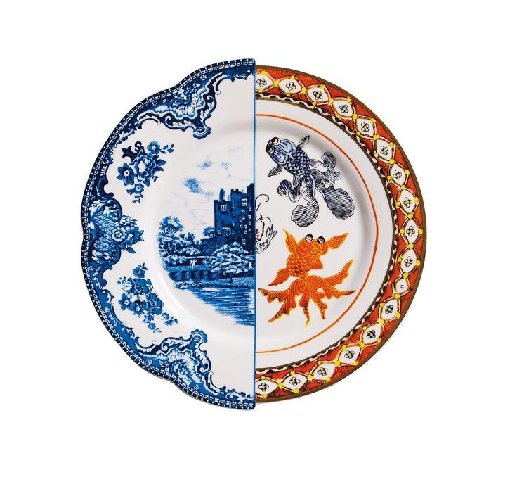 De Hybrid serie van Seletti laat twee werelden samen komen. De dessins zijn gebaseerd op klassieke decoraties vanuit Azië en Europa dus East meets West. Niet alleen de dessins komen samen maar ook ieder item heeft twee vormen. Gemaakt van het mooie Bone China porselein, verpakt in een designer verpakking maakt de Hybrid serie tot een super mooi cadeau.